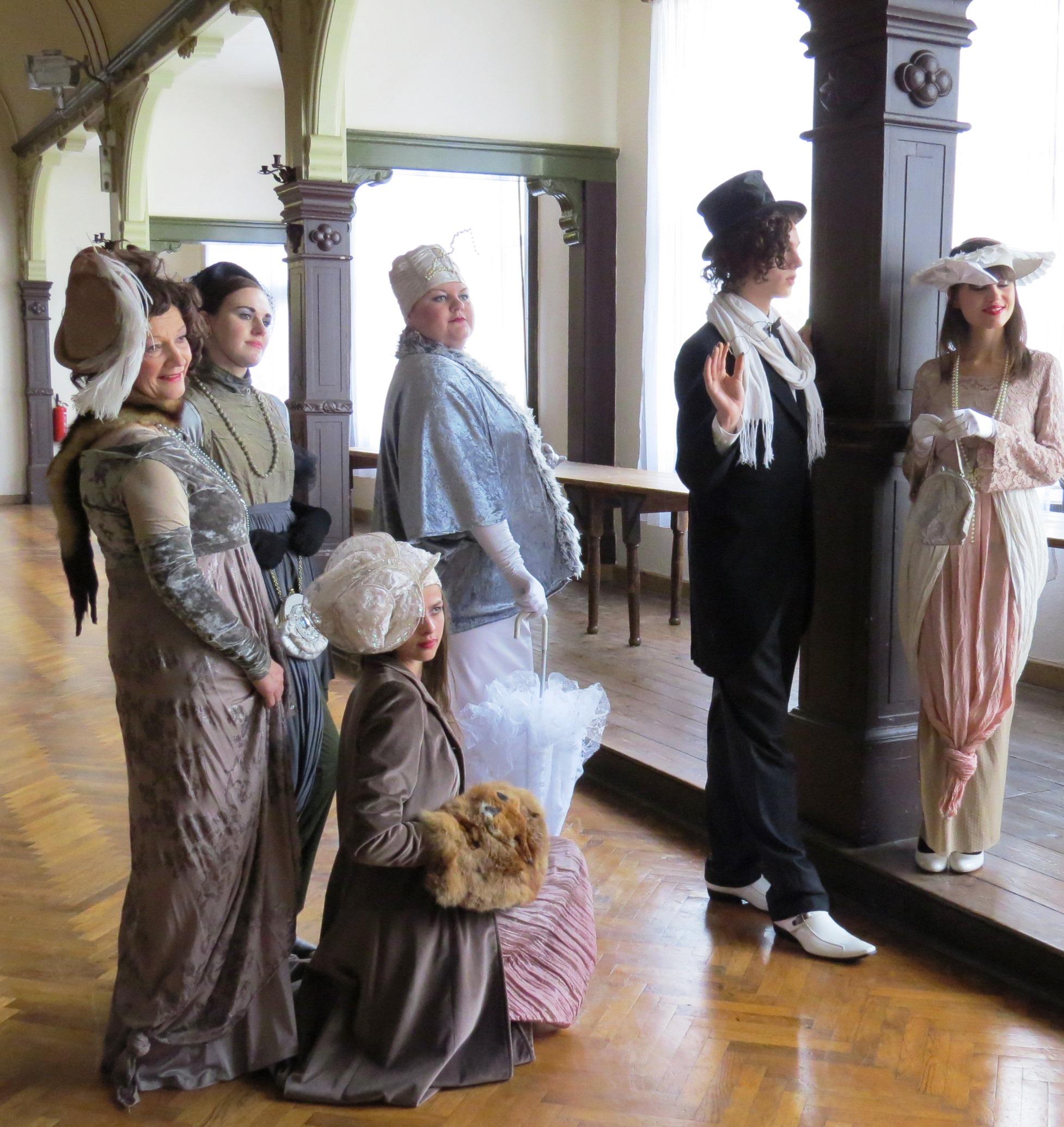 Figuren aus alten Tagen im Kultursaal Schwarzburg