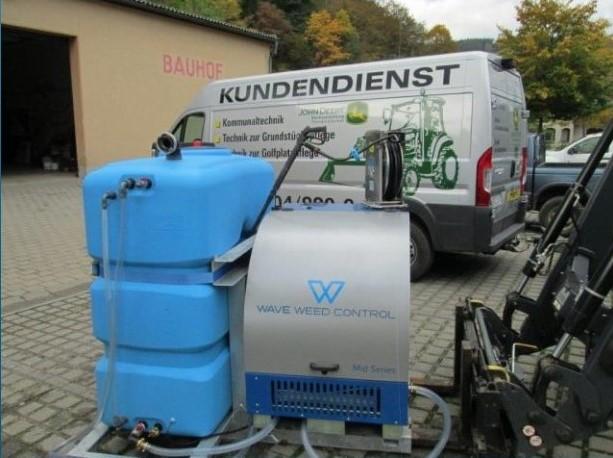 Heißwasser statt Chemie: Inbetriebnahme des neuen Gerätes durch den Bauhof Probstzella im Oktober 2016