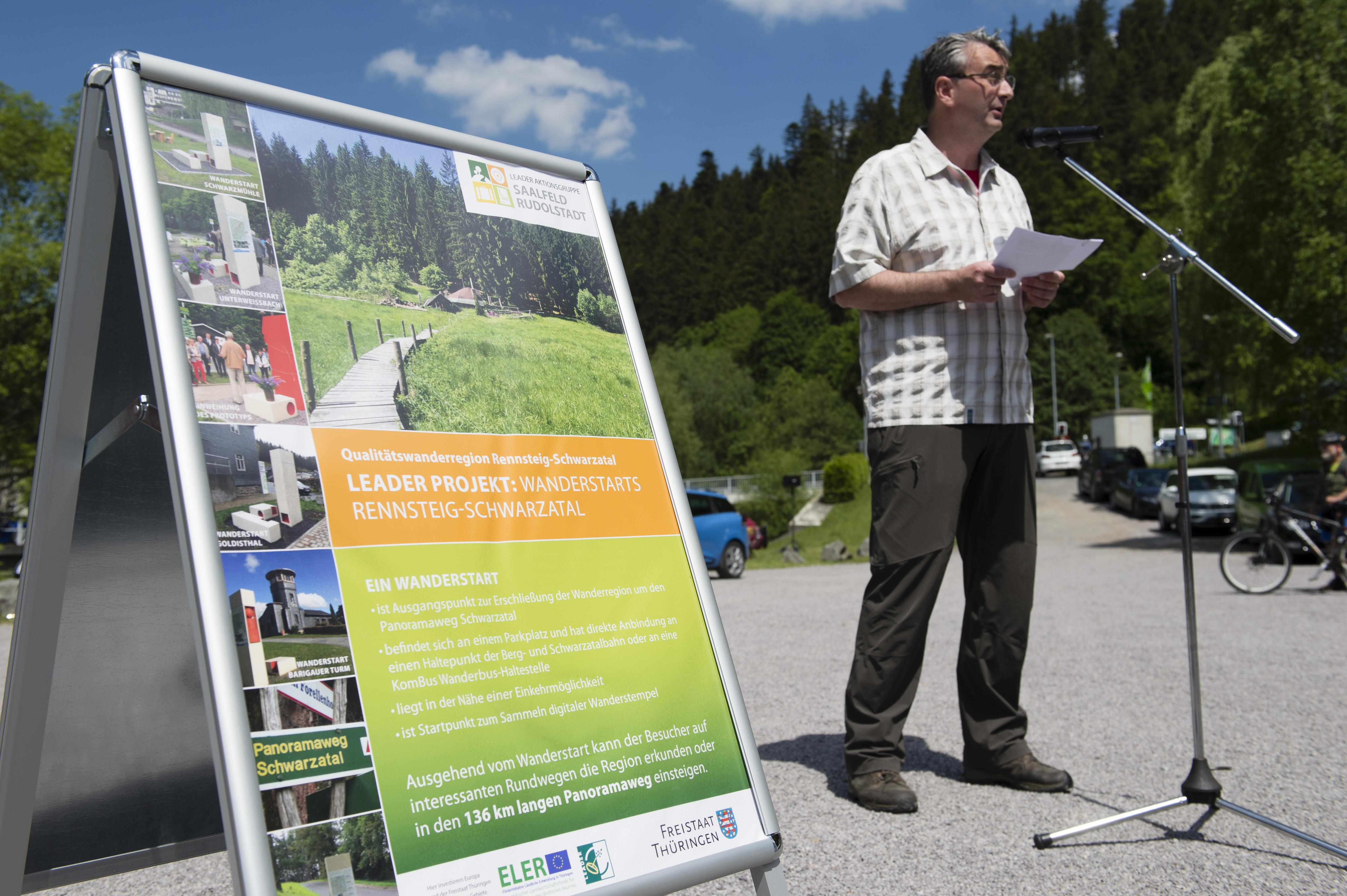 Landrat Marko Wolfram würdigt das Engagement von Dr. Krauß, Foto: Dörthe Hagenguth